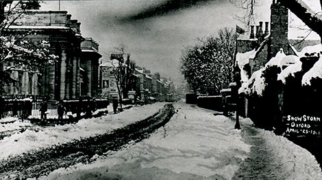 "<p>After a snow storm in Walton Street in 1908. The cleared track is for the horse tramway. <a href =""https://www.jerichocentre.org.uk/about_jericho/historic_images"">See other historic images.</a></p>"